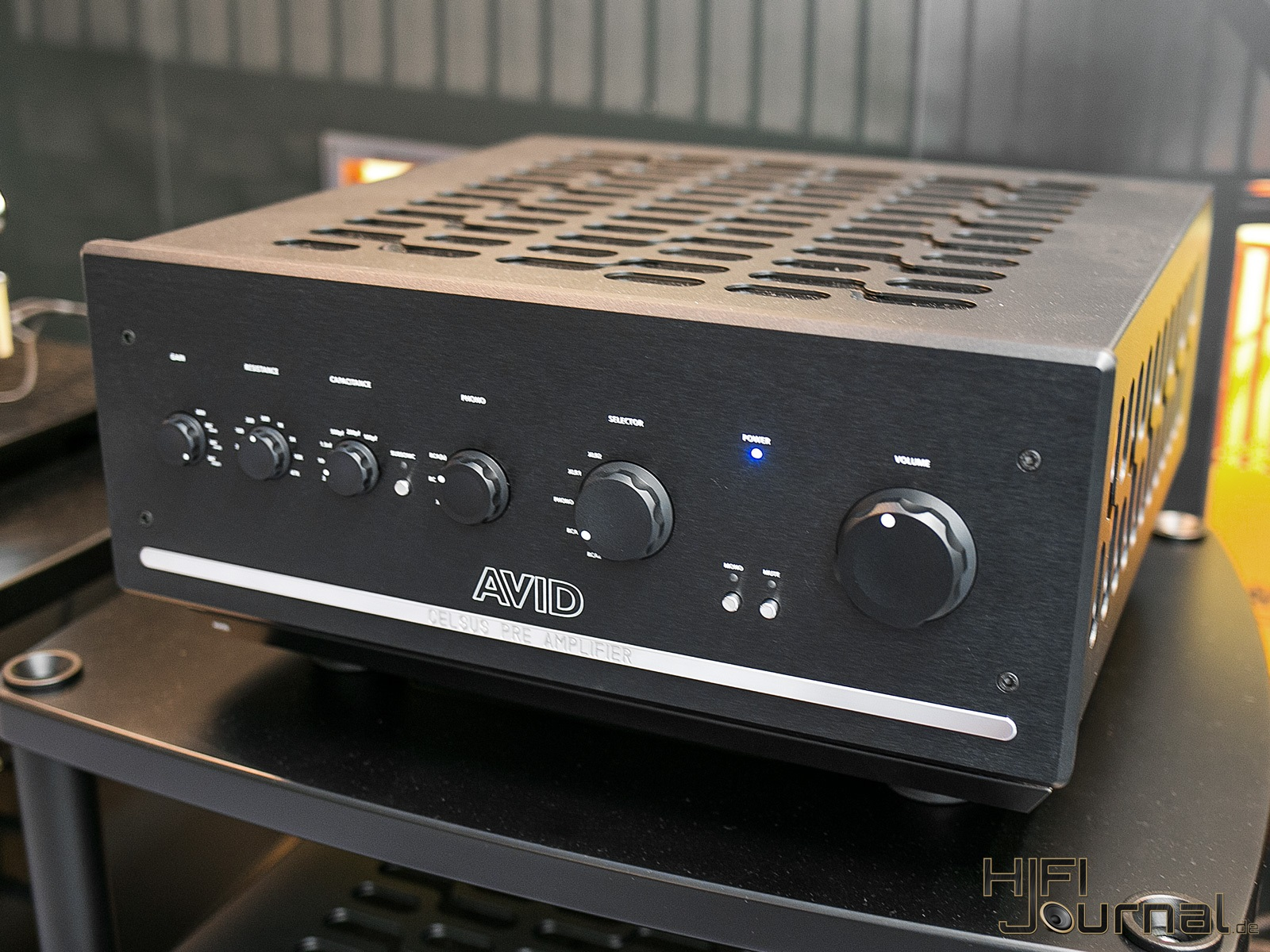 AVID HIFI Reference Celsus Pre Amplifier 01