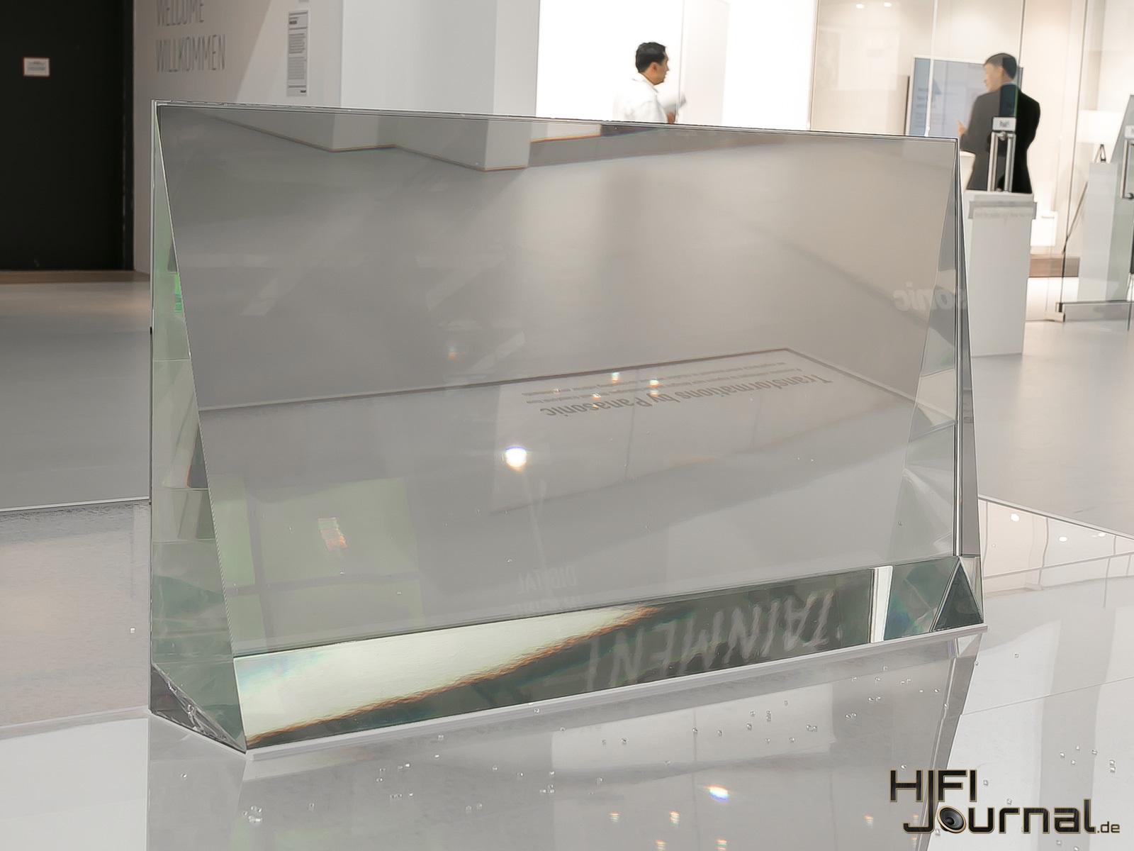 Panasonic transparent OLED 03