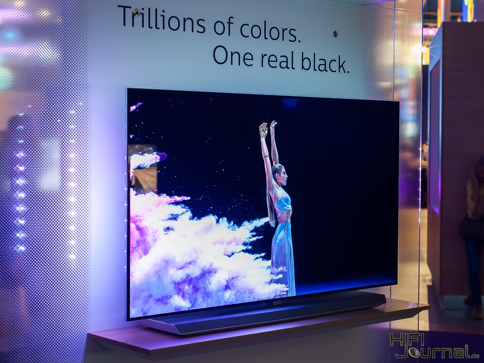 Philips 9er Serie OLED TV Ambilight IFA 2017 01