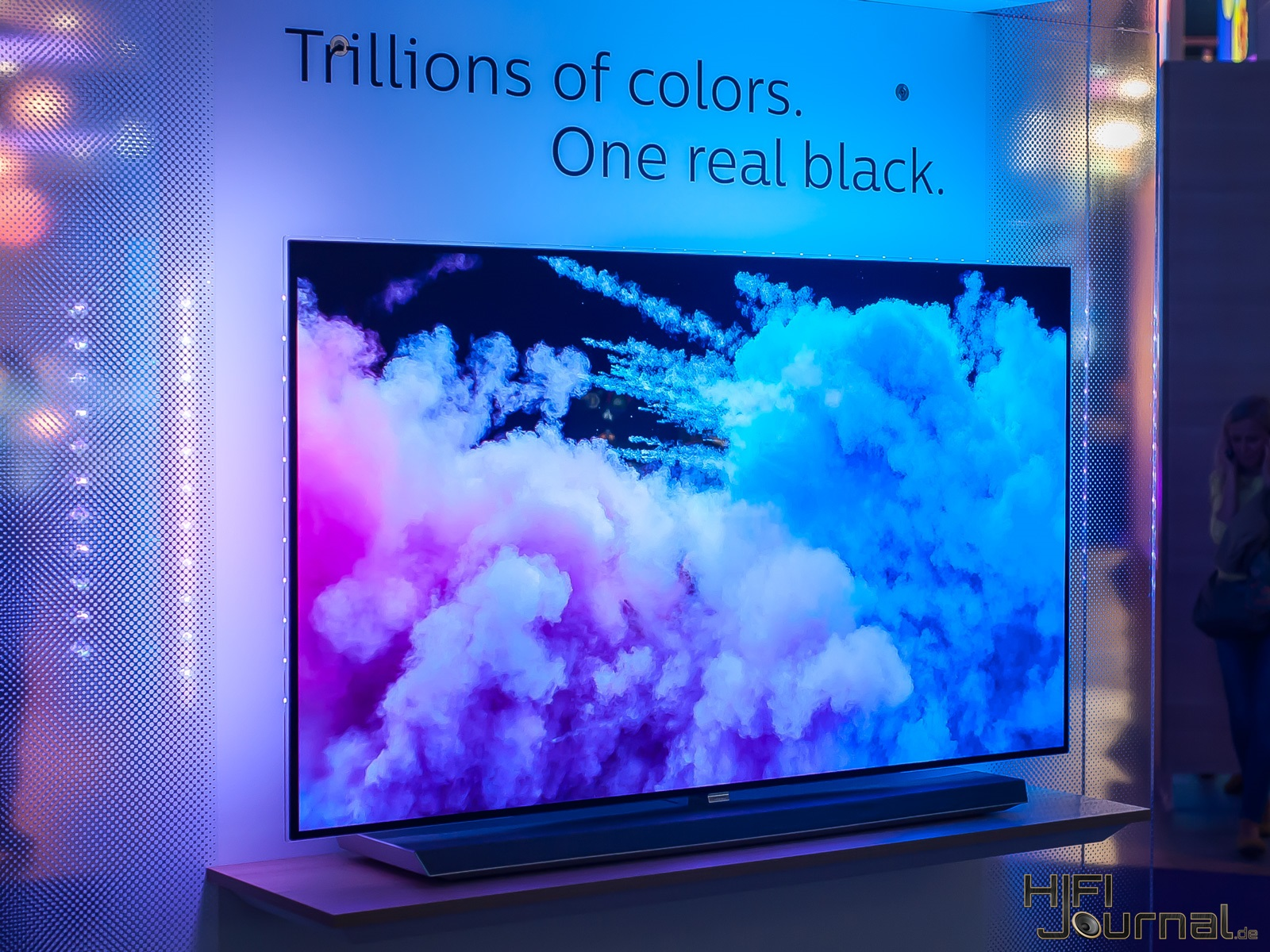 Philips 9er Serie OLED TV Ambilight IFA 2017 02