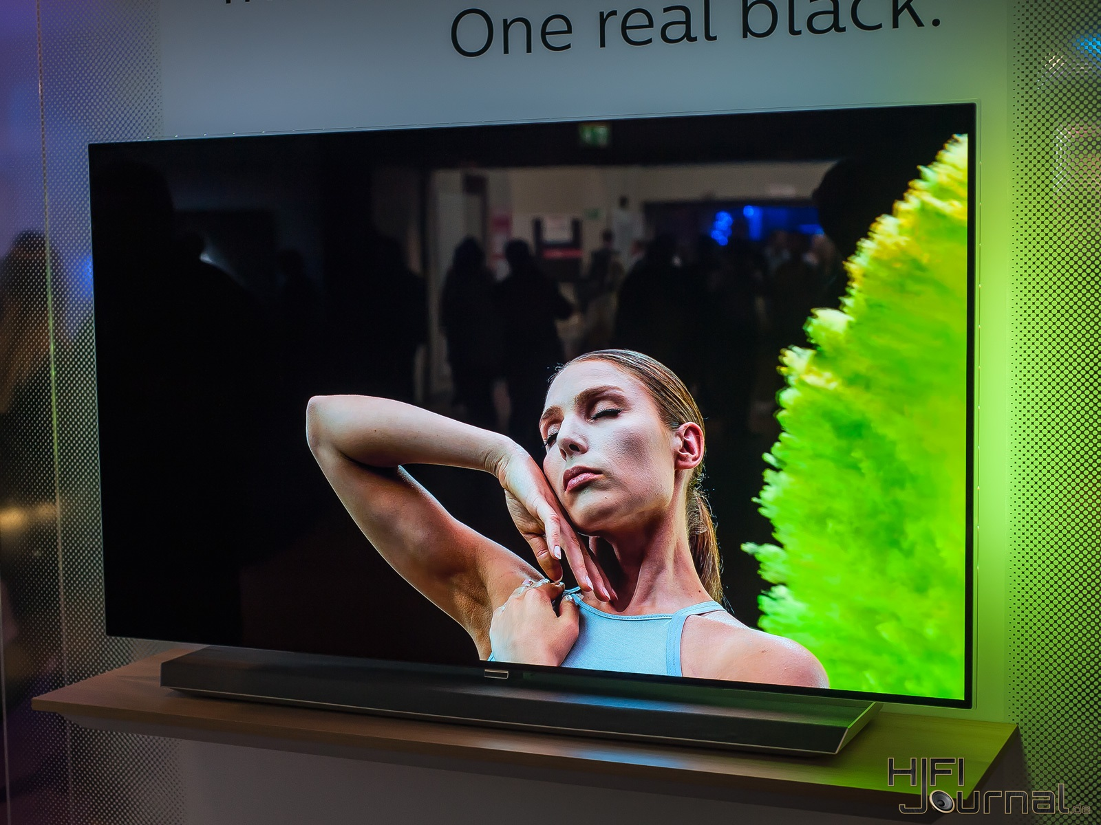Philips 9er Serie OLED TV Ambilight IFA 2017 03