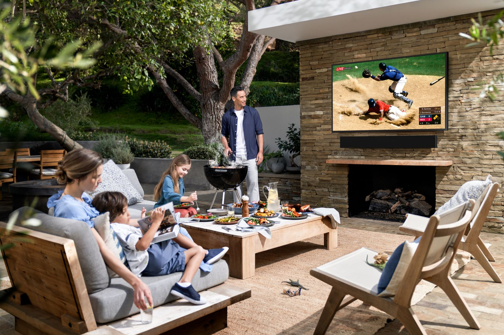 Samsung The Terrace Outdoor QLED TV 03